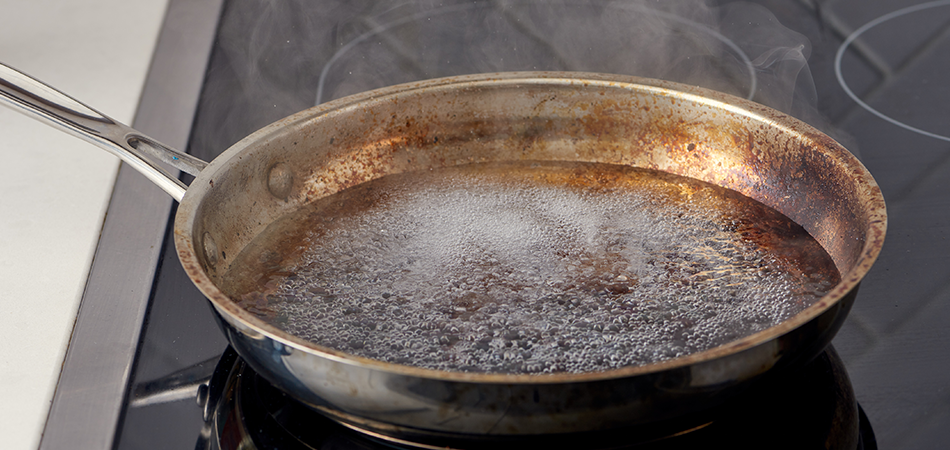 How-to-Clean-a-Stainless-Steel-Pot-(if-You-Boil-It-Dry