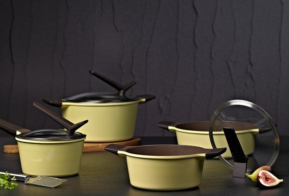 How Safe is Ceramic Cookware for Birds?